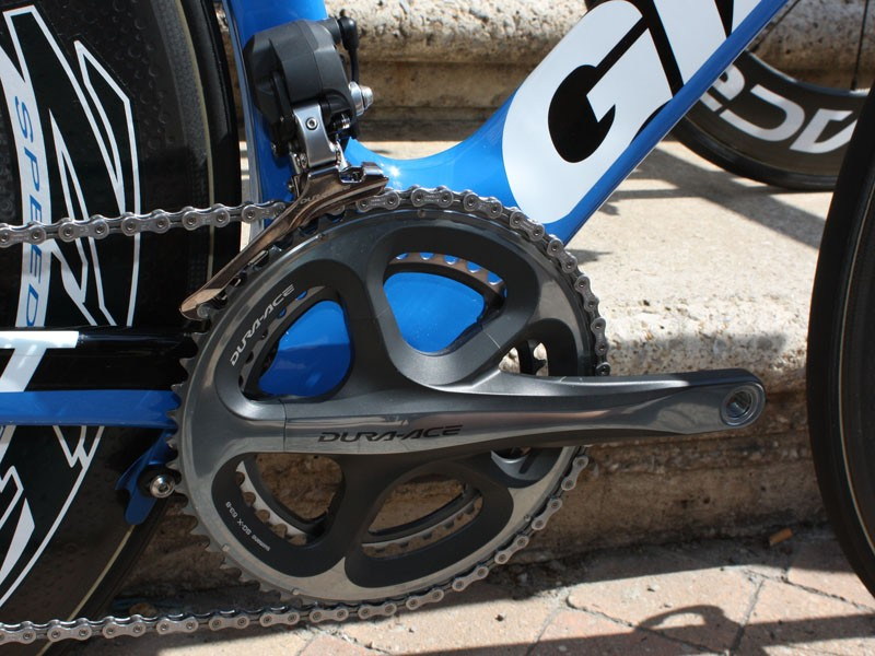The enormous down tube/bottom bracket junction actually comes up above the height of the outer chainring