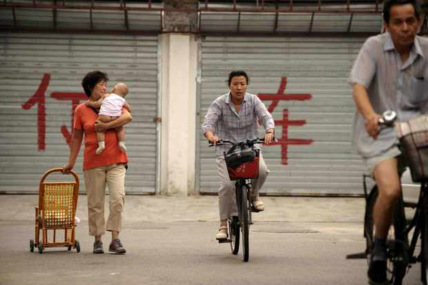 Japanese mums rely on several means of transportation with their children.