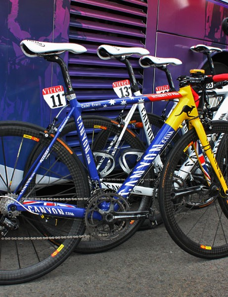 Evans could have gone with an Aussie theme for his custom Canyon but instead he opted for the colours of Tibet to draw attention to the struggles of its people.