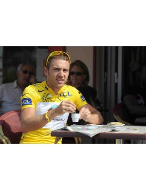 Overall race leader, AG2R-La Mondiale's Rinaldo Nocentini, drinks a coffee before participating in a training session on July 13 in Limoges on the first of two rest days of the 2009 Tour de France.