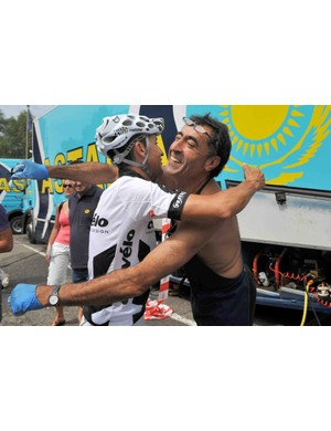 2008 Tour champ Carlos Sastre hugs an Astana team mechanic in Limoges Monday.