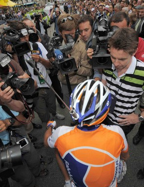 Rabobank's Grischa Niermann answers journalists' questions about the radio ban, with a antenna mounted on his helmet for humourous effect.