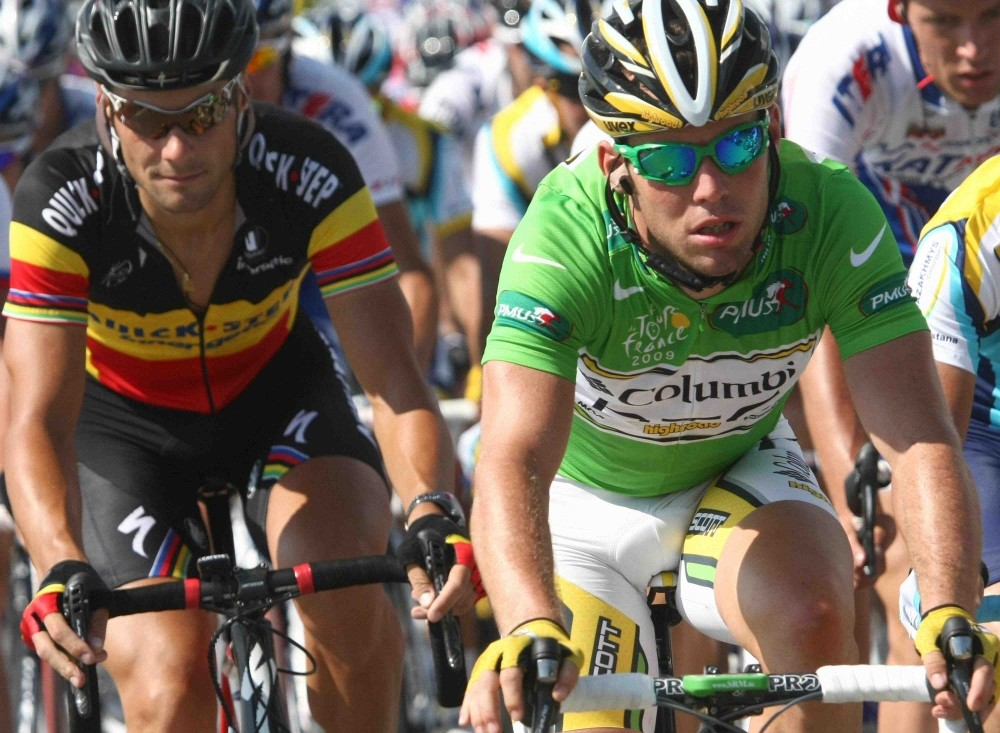 QuickStep's Tom Boonen (L) wants the better of Mark Cavendish before the end of the 2009 Tour, and time is running out, he says.