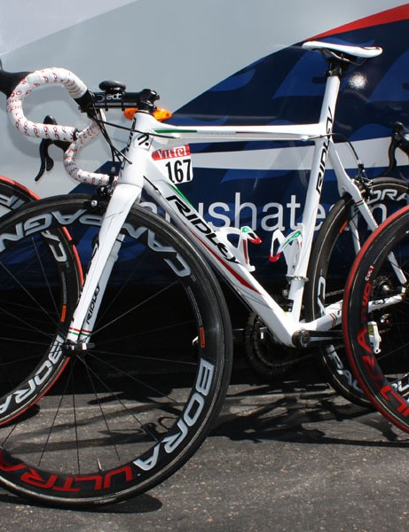 Katusha team sponsor Ridley has provided Filippo Pozzato with this special white, red and green Damocles Pi with custom geometry.