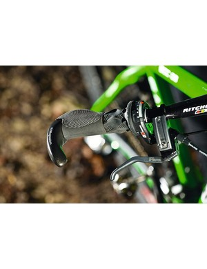 the XC racer's favourite combo: try a sraM Xo Grip shift with ergon's one-piece grip and bar end