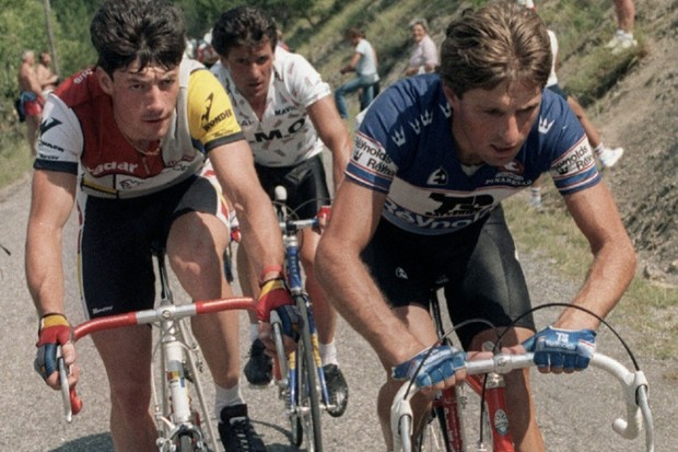Spaniard Julian Gorospe (R) leads a final breakaway during the 16th stage, from Nimes to Gap, of the 1986 Tour de France with Frenchmen Jean-Francois Bernard (L) and Bernard Vallet (C)
