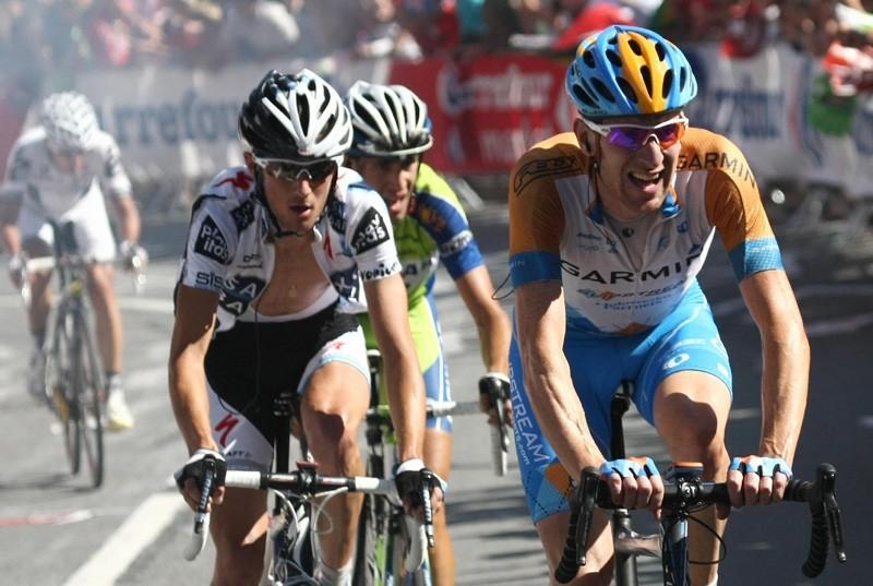 Brad Wiggins leads Frank Schleck in stage 15