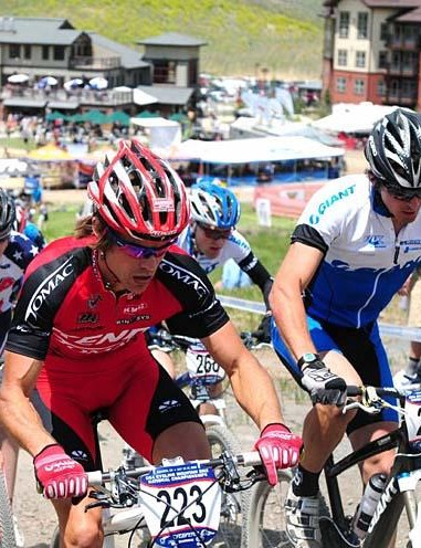 Andy Schultz (Kenda-Tomac-Hayes) rides with Adam Craig (Giant) in the short track race