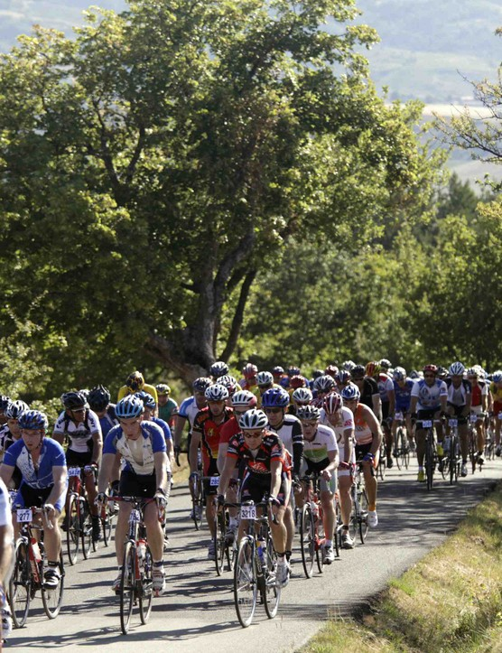 The race brought 9,500 racing cyclists from 50 different nationalities.