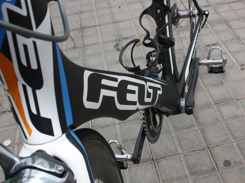 The deep-profile down tube features a shallow cutout to smooth airflow coming off of the front wheel.