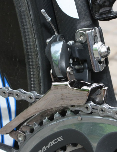 The Shimano Dura-Ace 7900 front derailleur uses a plate alloy cage to save a few grams.