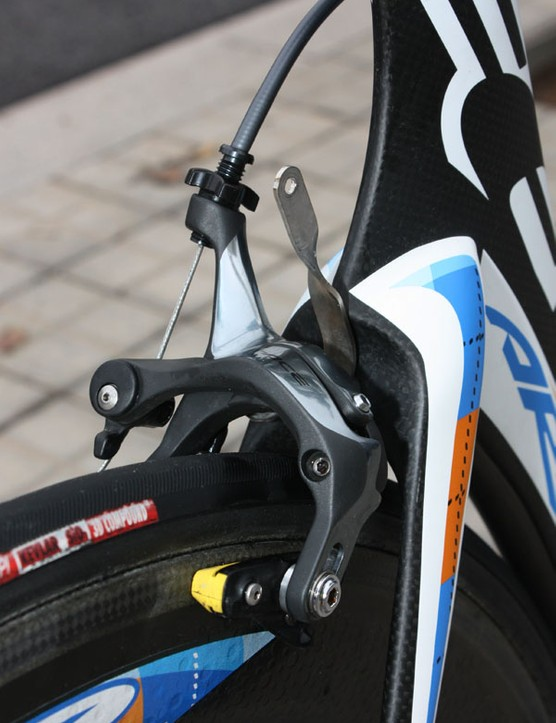 The Dura-Ace rear brake caliper is fitted with Swiss Stop Yellow King carbon-specific pads.