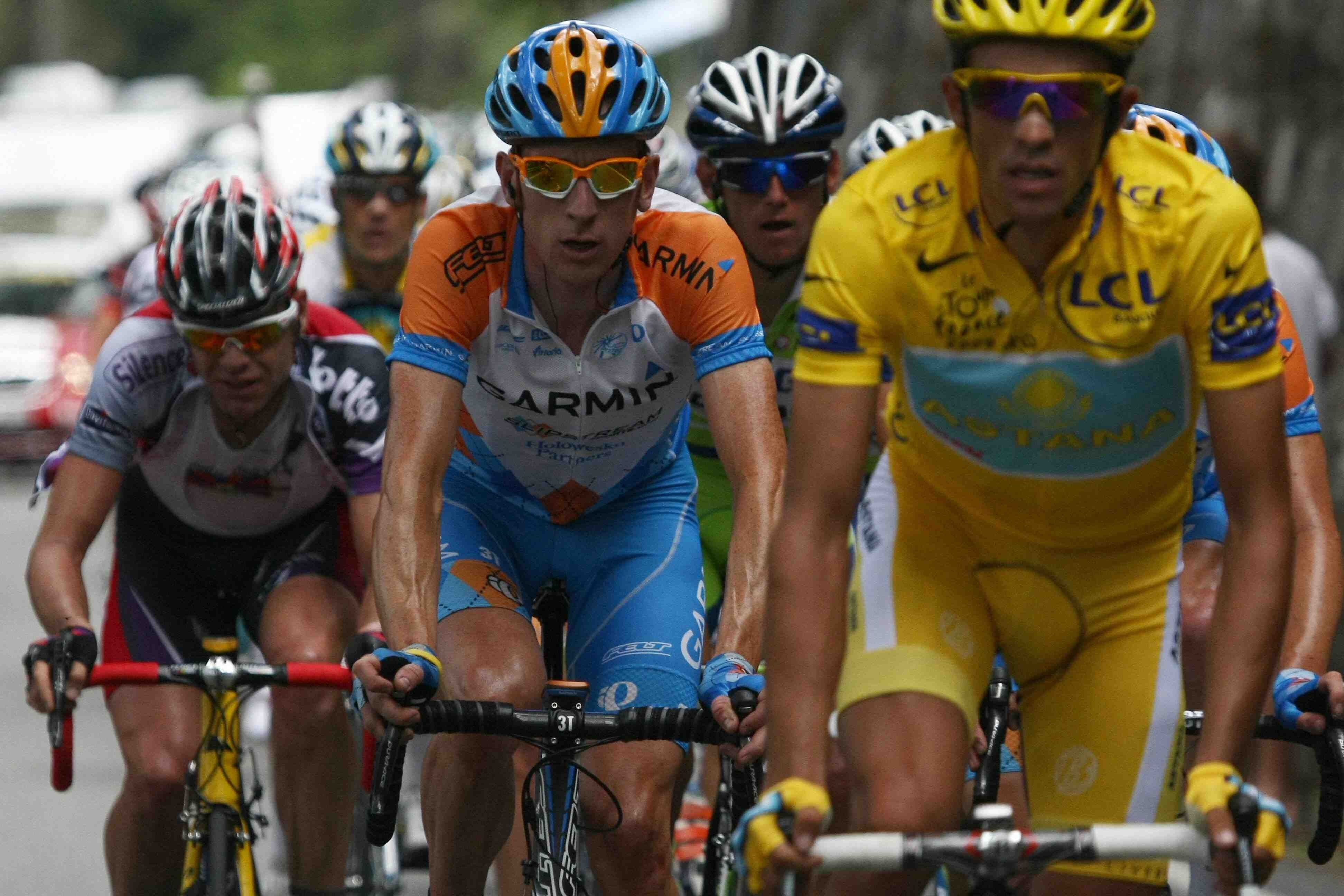 Cadel Evans (L) suffers mightily during stage 16 of the 2009 Tour de France, as the baton is passed to Garmin's Bradley Wiggins and Astana's Alberto Contador.