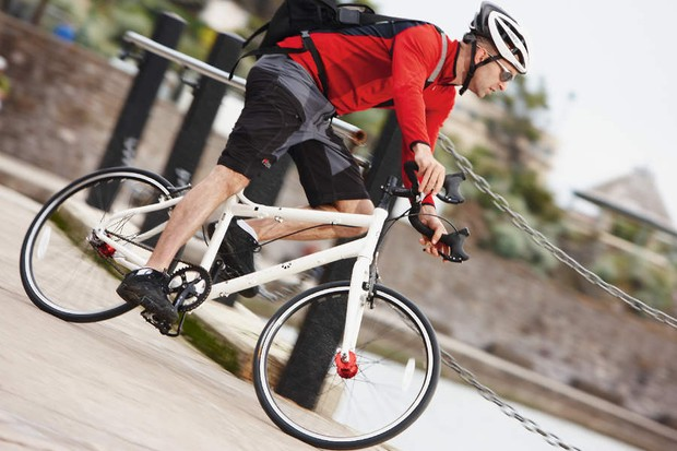 The Dahon Cadenza nimble handling and head-up riding position is great for city riding