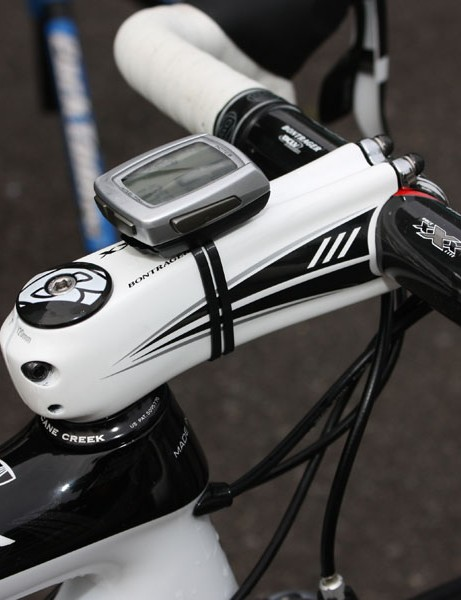 The Bontrager Race XXX Lite carbon stem is slammed right atop the headset for a low and aggressive position.