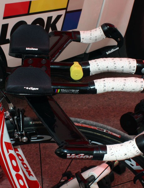 This Cofidis rider has to use Look's dual-pivot Ergostem to get his bars low enough.