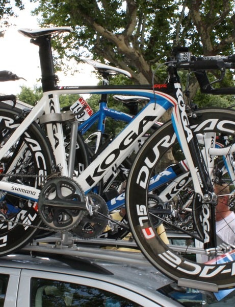 The Skil-Shimano team-issue Koga time trial bikes are fitted with PRO integrated aerobars.
