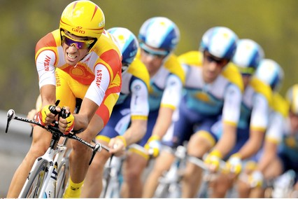 Alberto Contador leads his Astana team to victory in the team time trial of the 2009 Tour.