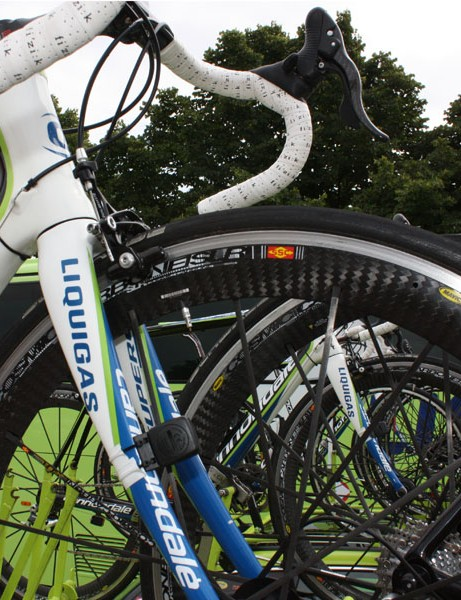 On wet days, Liquigas prefers the more predictable braking behavior of the aluminum-rimmed Mavic Cosmic Carbone SLR - but not the one consumers can buy.