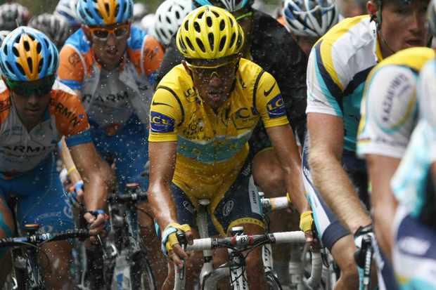 Will Alberto Contador trade Astana kit for Garmin colours in 2010?