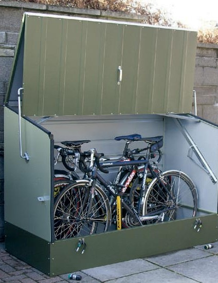 Trimetals protect a cycle