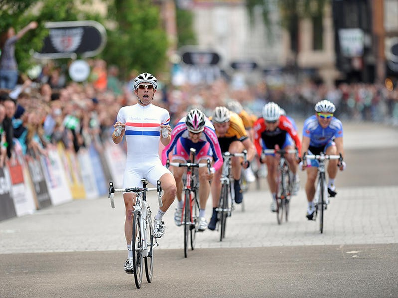 Dean Downing crosses the line to take the win in the second round of the 2009 Tour Series in Exeter