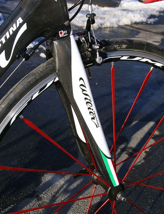 The included Wilier Triestina Monoscocca carbon fork weighs 350g