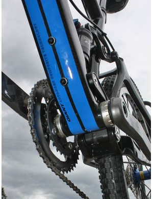 The rectangular-profile down tube spans the full width of the bottom bracket shell and measures over 200mm around
