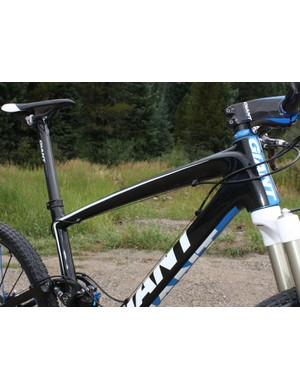 Giant forego their more typical bent top tube for a straighter design on the new Anthem Advanced SL