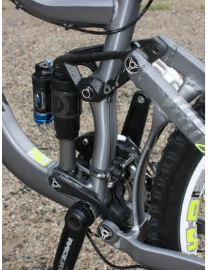 The new co-pivot arrangement saves weight as a pierced down tube is no longer needed