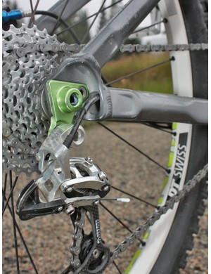 The rear through-axle threading is integrated into the replaceable derailleur hanger