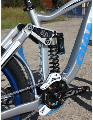 Since no front derailleur will ever be used on a Glory, the frame features an extra-wide rectangular-profile seat tube