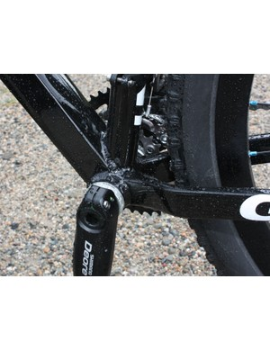 The bridgeless chain staydesign allows for tight rear-end spacing