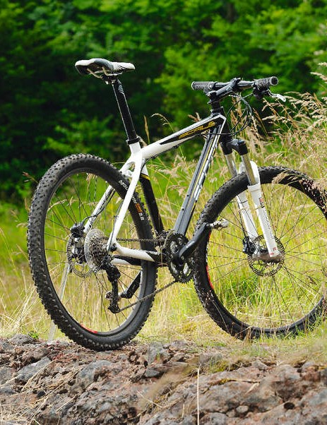 Scott's budget racer blends a top-notch frame with mid-range bits