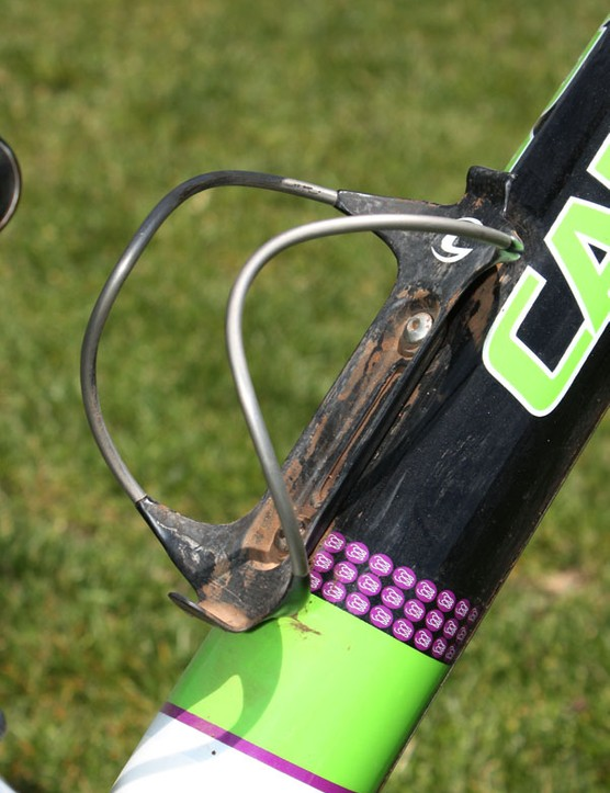 Juarez's bike is fitted with a Cannondale bottle cage made with carbon fibre and aluminium