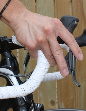 The button placement makes for intuitive shifting for current Shimano users, at least when on the hoods. Shifting from the drops takes a bit of getting used to, though, as the buttons are offset fore-aft instead of the mechanical version's top-bottom positioning