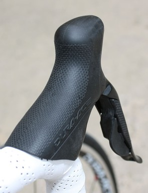 The Di2 hoods have less girth than 7900 and the rounded edges make for a more natural-feeling grip