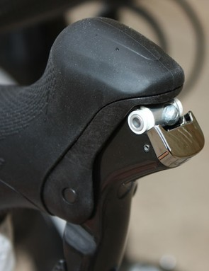 Brakes cables are easily accessed just by pulling back the brake lever - just like it used to be, and a big improvement over the pesky cosmetic cover plate used on 7900