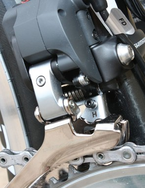 Both derailleurs still feature conventional limit screws, though they're not in the usual locations
