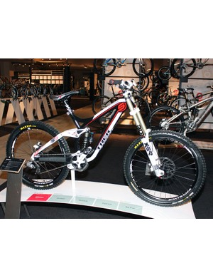 Downhillers on a budget can look to the new Session 8 for '10 with its more reasonable US$3749.99 price tag.