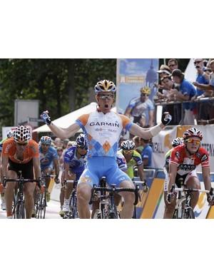 Tyler Farrar (Garmin) wins the Vattenfall Cyclassics in a bunch sprint, beating Matti Breschel and Gerald Ciolek