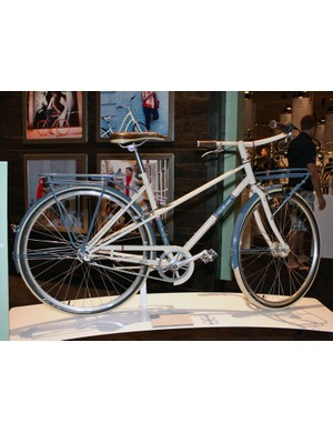 Trek designed their Belleville models with a retro flair but also modern features such as generator hubs and drum brakes