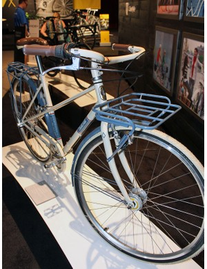 The Belleville is the most completely equipped bike in the Eco range with lights, mudguards and heavy-duty racks as standard equipment