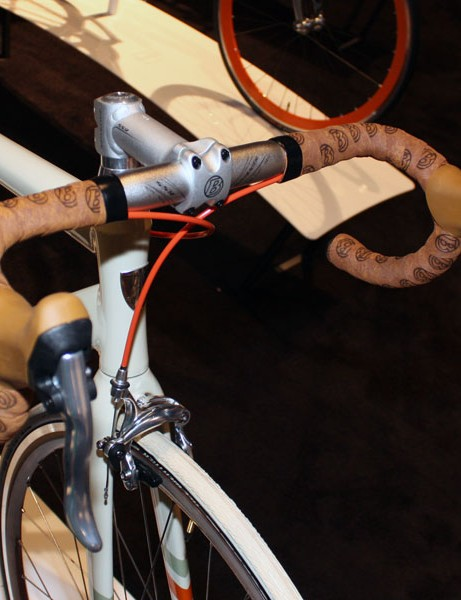 The 2nd District bars are decorated with natural cork-coloured tape and brown rubber hoods