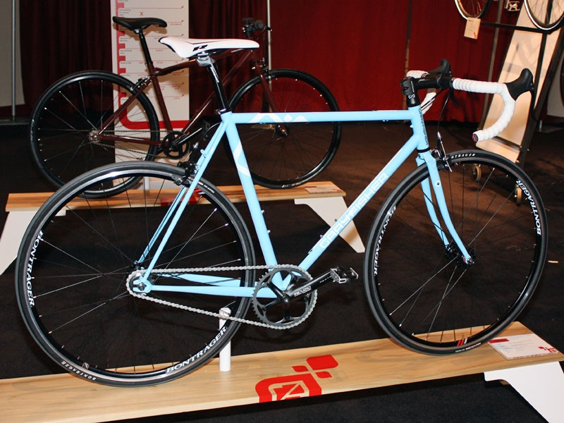 The Gary Fisher Triton offers fixed or singlespeed (with brakes) flexibilility straight out of the box