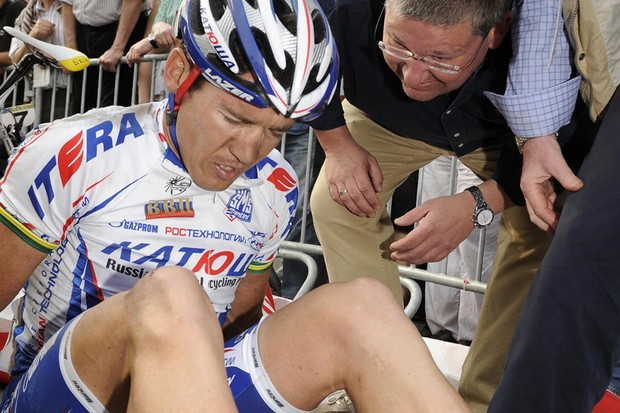 Australian cyclist Robbie McEwen of Katusha has pulled out of the Eneco Tour due to a knee injury
