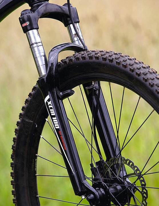 The Suntour XCM 100 fork gets the job done, but it can feel bouncy at high speeds