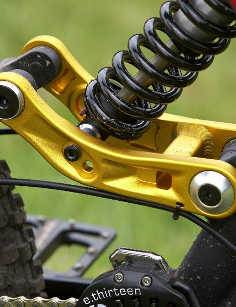 Gold linkage plate offers travel and geo adjustability