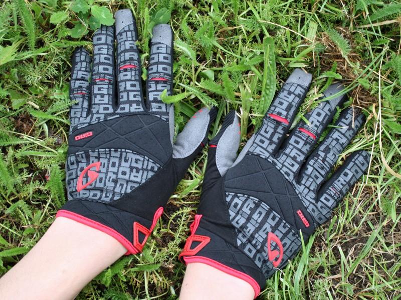 Giro DJ gloves in red/black