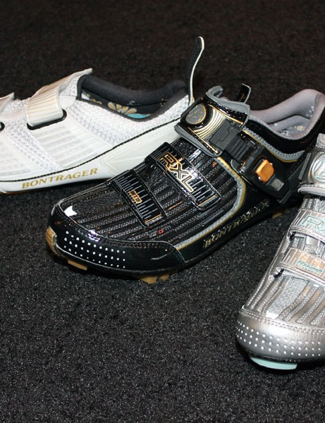 Women are now treated to RXL-level shoes for triathlon, mountain and road for 2010. And yes, Bontrager dealers now finally have upgrade kits available for the included eSoles eFit insoles
